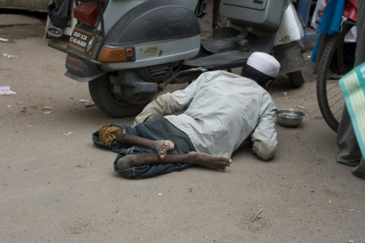 india-crippled-man